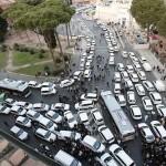ROMA, TAXI MANIFESTANO A P.ZA VENEZIA